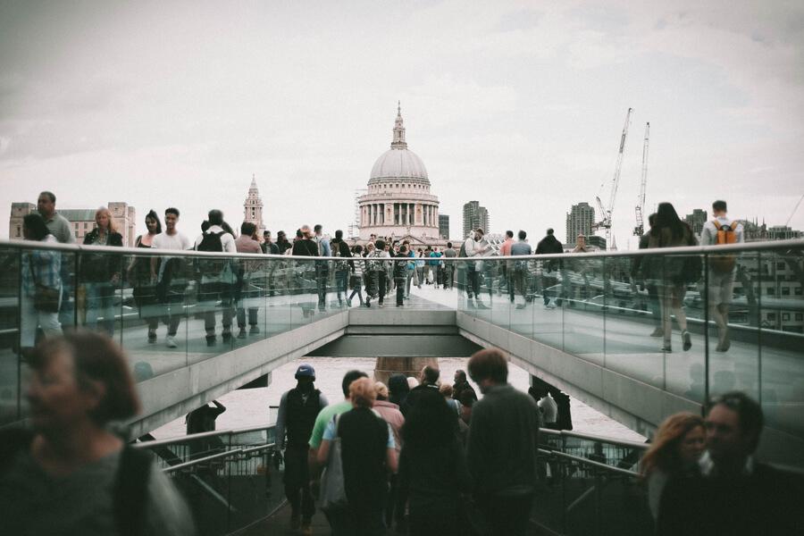 ロンドンの橋の上と下
