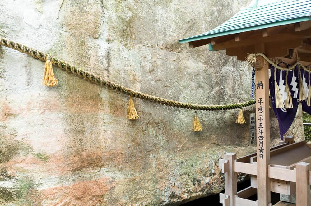 生石神社_御神体_石の宝殿